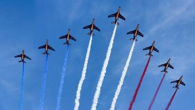 avions de chasse, traînée de fumée aux couleurs de la France