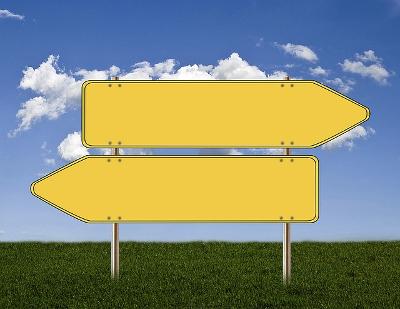 deux panneaux dans des directions opposées