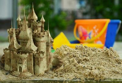 un beau château dans un bac à sable