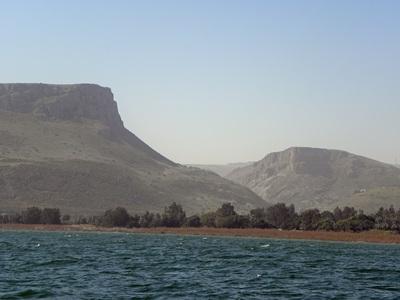 lac et montagne en Israël