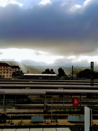 vue de la Citadelle de Besançon, en automne, par-dessus la gare Viotte